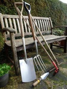 outils indispensables dans le potager